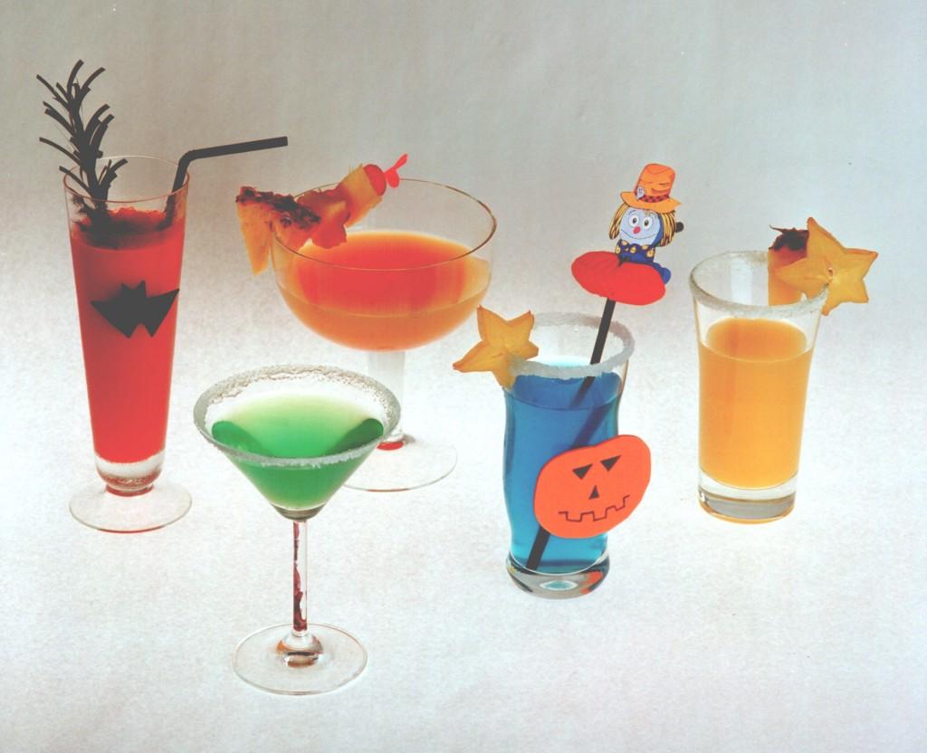 Mehrere Halloween-Cocktails